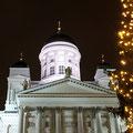 こちらクリスマスシーズンのフィンランド・ヘルシンキ大聖堂