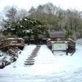 雪景色のログハウス