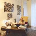 Paloma Chaumette dans son cabinet de sage-femme libérale au sein du Centre de Préparation à la Naissance dans le 18e arrondissement de Paris (Source: site du centre)
