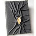 """Tagebuch """"Captive Stone"""" - Hardcovereinband mit natürlich genarbten Kunstleder in hellgrau bezogen."""