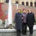 Die Mitglieder der Orts- und Kreisgruppe Landshut vor dem Besuch des Bayerischen Landtags (v.l.): Elvira Gillert, Anna Müller, Tamara Leis