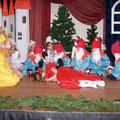 """Das Weihnachtsspektakel """"Schneewittchen"""", einstudiert unter der Leitung von Irina Solodownikow"""