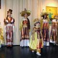 Демонстрация моды на открытии выставки 30 декабря 2008 года.