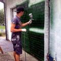 Grundierung auf Fassade aufgetragen gesprayt