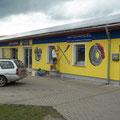 Airbrusund Graffitikünstler am Fassadenbemalen