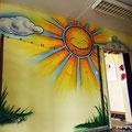 Kindergarten erscheint im neuen Licht im Sonnenlicht Feuerwehr Meerestier Delpfin Sonne