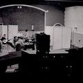 The Fire-Devils vanuit de controlekamer van de Phonogram studio tijdens de opname van hun 1e Delta single.