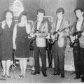 The Crazy Rockers met een gastoptreden van Joyce en Ilse Tielman. vlnr: Sidney, Joyce, Ilse, Wally Swärz, Harry, Woody, Pim