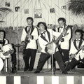 THE DYNAMITES 1960 Pasar Malam Party in Zaal van Vilsteren, Helmond vlnr: Leo van Dommelen - Joop Lamers - Oscar Remeeus - Henk v.d. Burgt - Willy Flohr