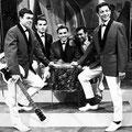 Rein de Vries en The Fire-Devils. Tijdens de opname van het TV programma 'Gitarade' op 21 juni 1963.