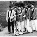 BOY & his ROLLIN' KIDS (fotosessie Helmond 1962) - vlnr: Boy Jansen, Henry Peter, Bert Jansen, Bart Carels en Vico Gagliardi