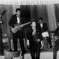 CHARLES with BOY & his ROLLIN' KIDS (1963) - vlnr: Henry Peter, Boy Jansen, Charles Tuinenburg, Vico Gagliardi en Bert Jansen.