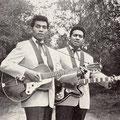 """THE EMERALDS - Victor en Ferry Kaihatu 1960 (Ferry Kaihatu evenals op de bovenste foto met een Framus """"Billy Lorento"""" gitaar)"""