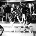 Rein de Vries en The Fire-Devils tijdens de opname van het TV programma 'Gitarade' op 21 juni 1963.