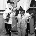 JOHN RUSSELL & THE CLAN (Beatles Day - blokker 6 juni 1964) John Russell met Marcel (Hoss) van Hardeveld † (basgitaar)