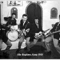 THE EASTERN ACES  voor hun vertrek naar Duitsland in de Embersclub (Dansschool Timmers, Emmakade) in maart 1961. vlnr: Richard Bastiaans, Loeky Diks, Wally Swärz, Bob Lammers, Tony Lentze