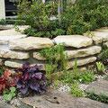 コバ石積みの花壇
