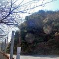 山の頂上に砲台跡
