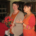 Dank an Edith Niebler (links) von Evelin Hensel (rechts)
