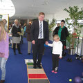 Fußfühlpfad mit Herrn Bürgermeister Cerny