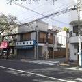 ⑥千川通りを渡り、木下薪炭店さんの角を右に入ります。