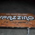 ベースとなる木材をバーナーで焼き、その上からキシラデコールを塗ってあります。