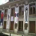 Instalação de Renata Carneiro e Rosa Puente em edificio da cultura com em Palaiseau- Paris