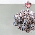"""Pormenor de """" Múltiplos nascimentos femininos""""  Instalação de bolas de origami com impressão digital de gravura a água forte e água tinta 2014"""
