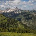 Blick vom Neunerköpfle nach Westen zum Geißhorn