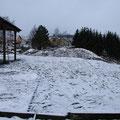 Nach dem Verteilen von Paddockmatten und Sand ... Schnee