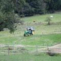 Der Chef kommt mit dem Traktor