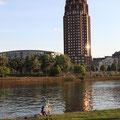 Frankfurt MainPlaza Colosseo Mainufer © Mary Kwizness