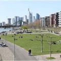 Frankfurt Ostend Mainufer © Mary Kwizness