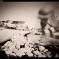 Sur le rivage, caresse de l'air, Etretat 2012 © Annick Maroussy Amy