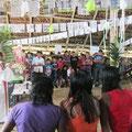 Padre Jackson und Erich Misterek besuchen die Gemeinde Sao Pedro, Gottesdienst in der Maloca - 15 km bis zur Columbianischen Grenze