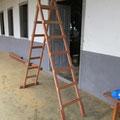 Selbst gebaute Stehleiter für die Elektroinstallationsarbeiten