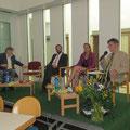 Die Podiumsdiskussion wurde von Herwig Steinitz von der Ackermann-Gemeinde (ganz rechts) moderiert.
