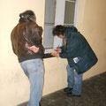 Giovanni Bruzzo con un cliente che si accaparrerà parecchi mattoni