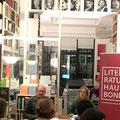 Anja Utler performte unter der Moderation von Thomas Fechner-Smarsly in der Buchhandlung Böttger. (c) Literaturhaus Bonn