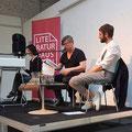 """Bei der Literaturshow Import/Export in der Fabrik 45 sprach Moderator Dorian Steinhoff mit Jaroslav Rudiš über seinen Roman """"Winterbergs letzte Reise"""". Sidekick: Miriam Berger. (c) Literaturhaus Bonn"""