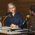 """Marlene Streeruwitz las, moderiert von Dorian Steinhoff, im Rahmen der Reihe LiteraTour d'Europe zu """"Frauen. Wahl. Recht"""" im Haus der Bildung. (c) Thilo Beu"""