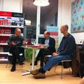 """Theo Breuer, Thomas Fechner-Smarsly und Thomas Kade (vlnr) mit """"Stadtlandfluss"""" in der Röttgener Buchhandlung © Literaturhaus Bonn"""