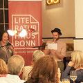 """Lucy Fricke sprach bei Import/Export im Café Sahneweiß mit Dorian Steinhoff über ihren Roman """"Töchter"""". (c) Literaturhaus Bonn"""