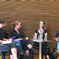 Die 1:1-Duos unter der Moderation von Almuth Voß im Gespräch im Haus der Bildung: Mariana Leky, Lisa Sommerfeld, Isabella Ayuto und Norbert Scheuer. (c) Literaturhaus Bonn