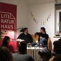"""zwischen/miete Bonn: Anselm Neft spricht mit Moderator Til Strasse über """"Die bessere Geschichte"""". (c) Literaturhaus Bonn"""