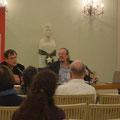 """Achim Konejung (rechts) im Gespräch mit David Eisermann über """"Das Rheinland und der erste Weltkieg"""" © Sara Paulat"""