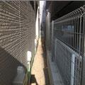 幅の狭い場所でも防草シートは施工できます