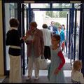Die Besucher kommen