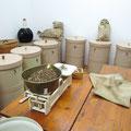 Die Liköre werden aus verschiedenen Kräutermischungen hergestellt ...