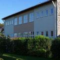 Schulhaus Feldkirchen (von außen)